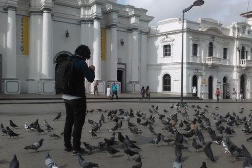 Camilo Navarro haciendo fotografías