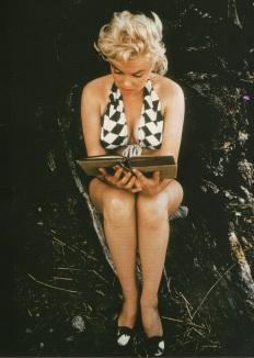 Marilyn leyendo Ulises. Fotografía de Eve Arnold (1912).